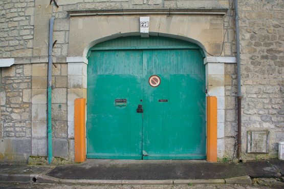 JOELIX.com | Emerald green door in France Oise