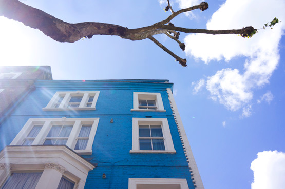 JOELIX.com | Notting Hill London blue house and blue sky