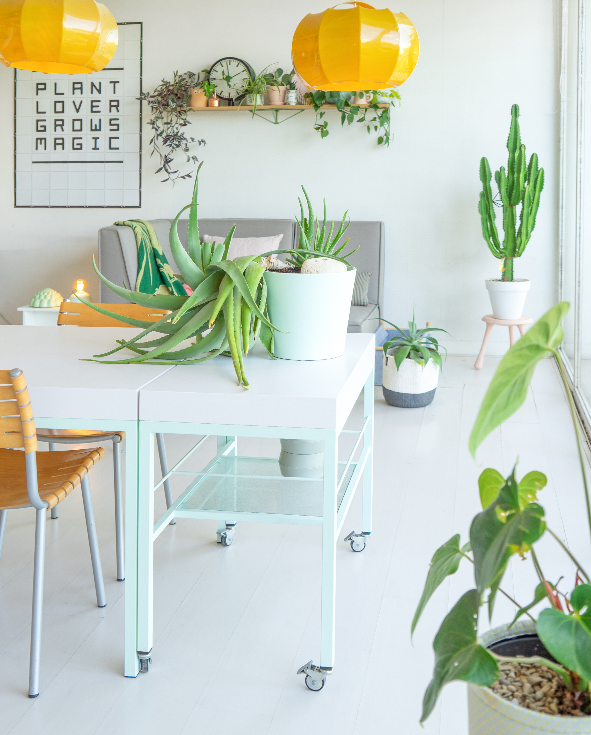 JOELIX.com | Painting the dining table #pastelparadise #urbanjunglebloggers