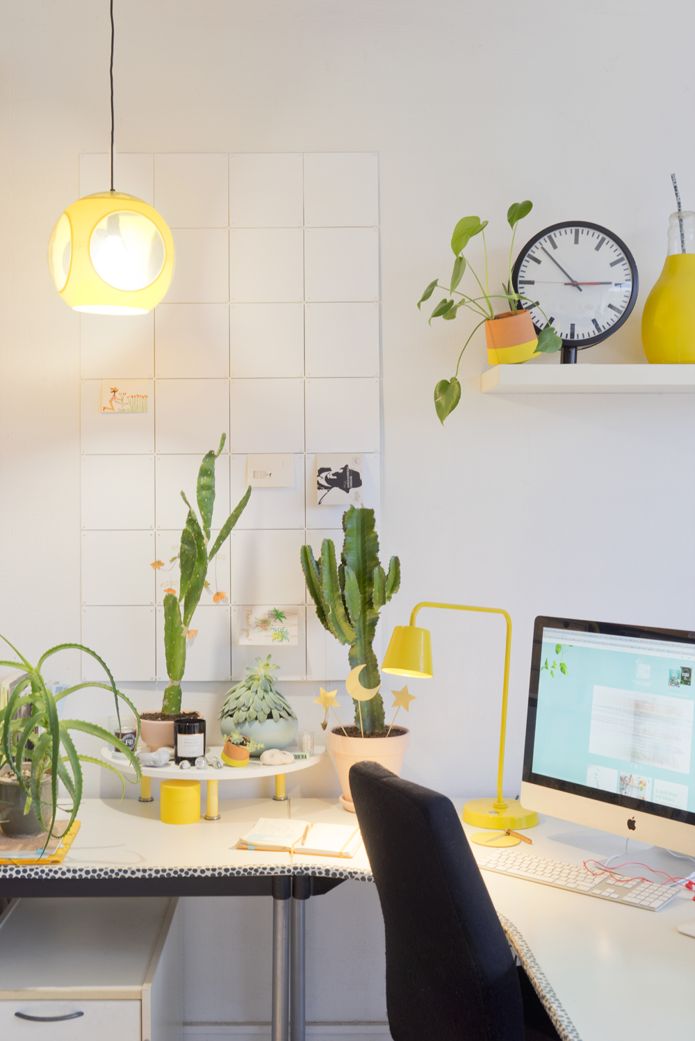 JOELIX.com | yellow workspace with Philips Hue + giveaway