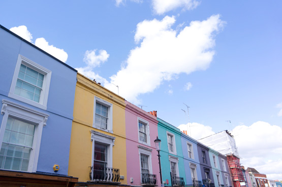 JOELIX.com | Notting Hill London colorful houses Portobello Road
