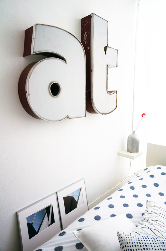 JOELIX.com | Studio Sapique featured in Mako Living Israel - guestroom with vintage letters
