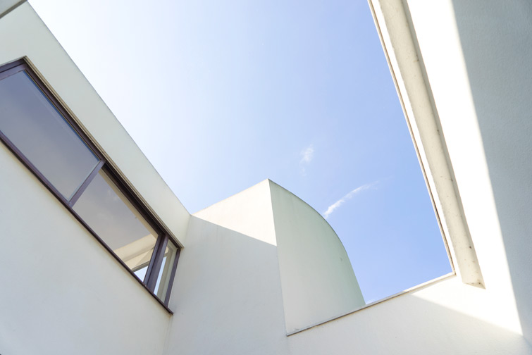 JOELIX.com | Villa Savoye, Poissy France by Le Corbusier