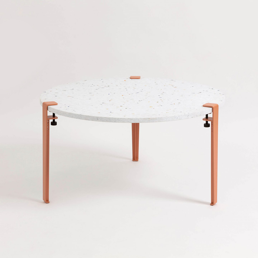 JOELIX.com - TipToe Venezia recycled plastic table