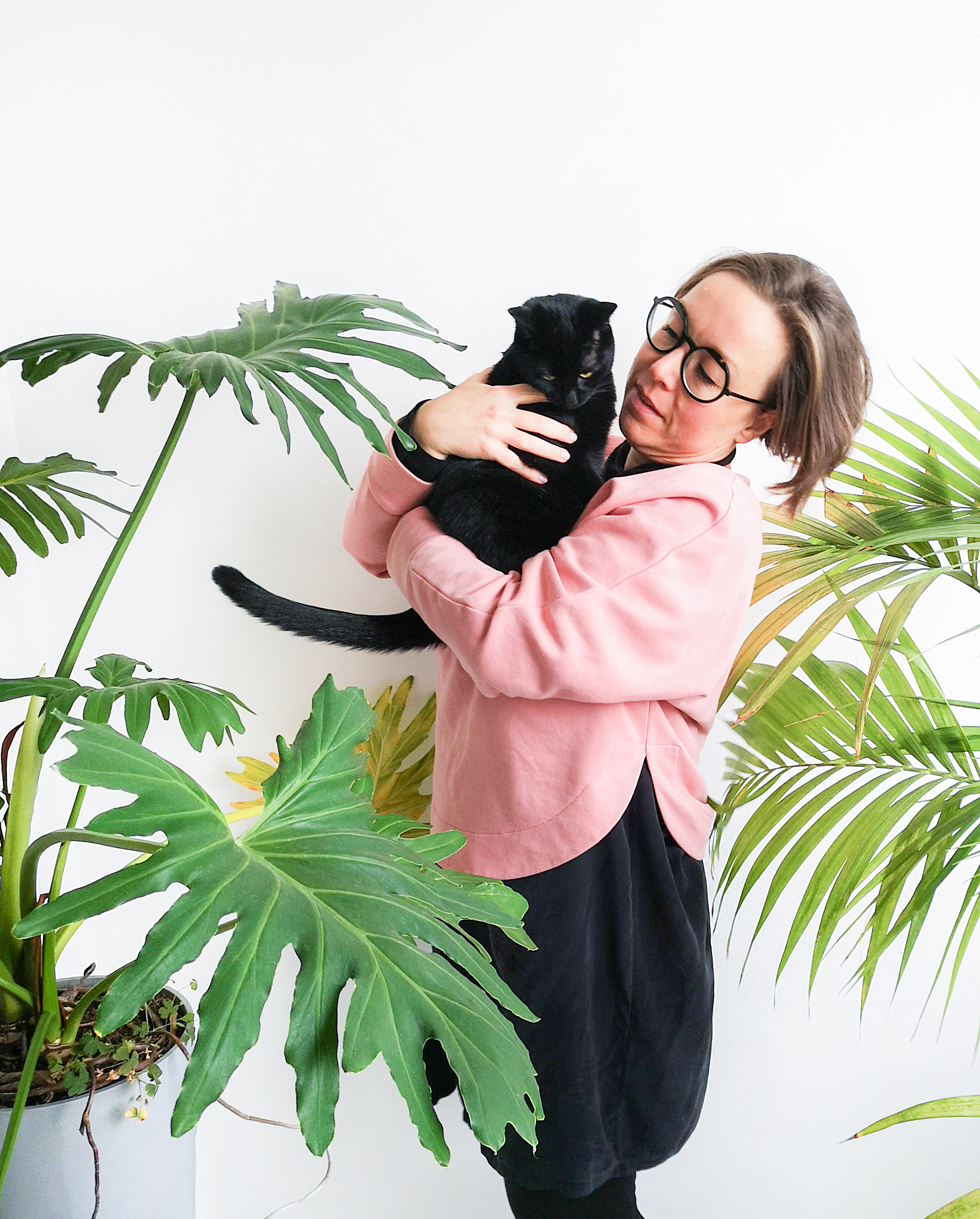JOELIX.com - Judith de Graaff with Retsina black cat
