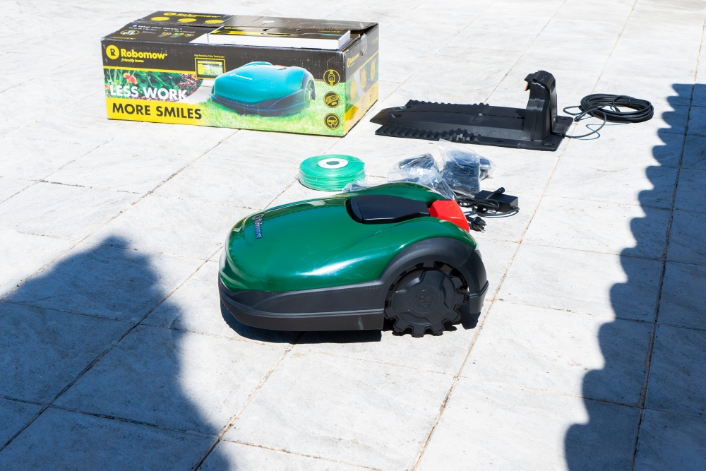 JOELIX.com | Work less more smile with Robomow robot lawn mower